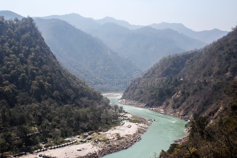 Rio de Ganga perto de Rishikesh, Índia fotos de stock