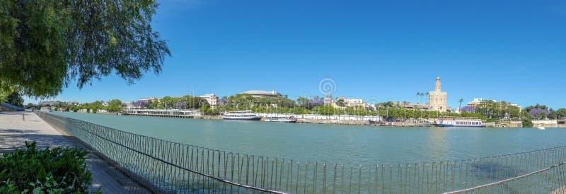 Rio de Guadalquivir em Sevilha, rio de Spain Vista panor?mico foto de stock