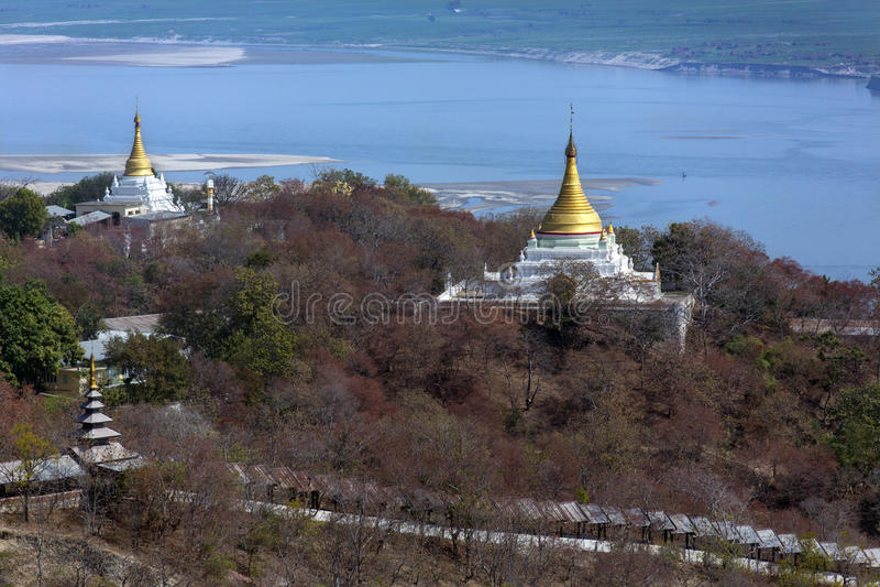 Rio de Irrawaddy do monte de Sagaing - Myanmar imagem de stock