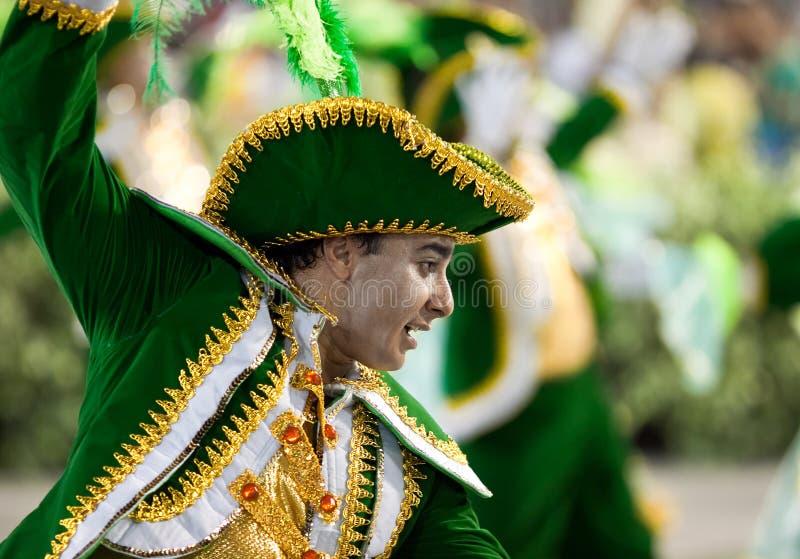 RIO DE JANEIRO - 10 FEBRUARI: Prestaties van mensen in Carnaval stock afbeeldingen
