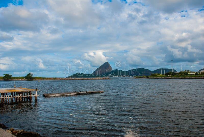 Rio de janeiro, Brasil: Opinião cênico Sugar Head Mountain em Rio de janeiro imagens de stock