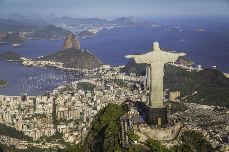 Rio de Janeiro, Brasile: Vista aerea della baia di Botafogo e di Cristo fotografie stock