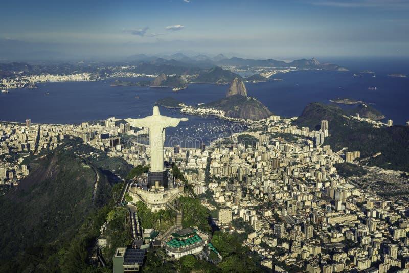 Rio de Janeiro Brasilien: Flyg- sikt av Kristus och den Botafogo fjärden royaltyfri foto