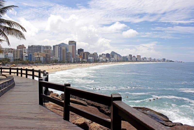 RIO DE JANEIRO BRASILIEN: Panoramautsikt av den Ipanema och Leblon stranden royaltyfri bild