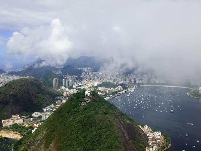 Rio de janeiro Brazil do Sugarloaf Botagofo, Guanabara Nebuloso e névoa fotos de stock royalty free