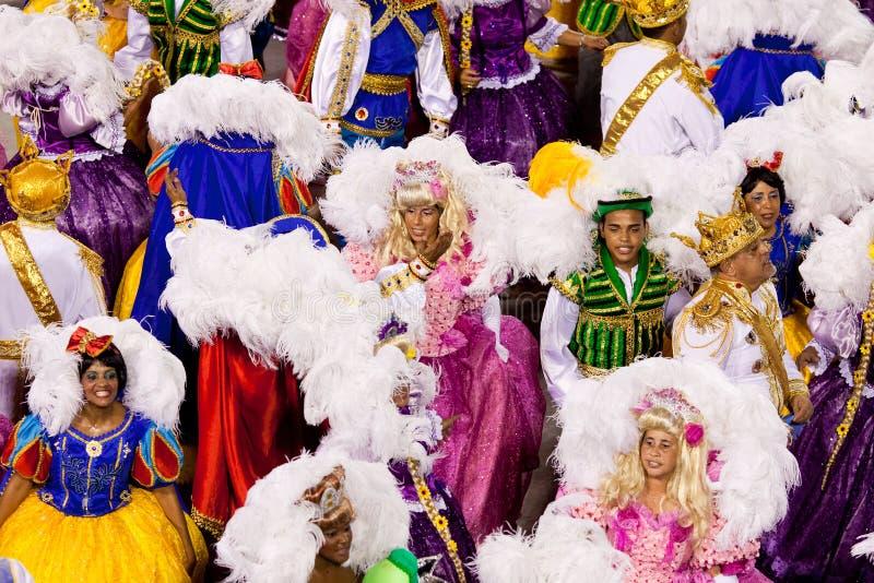 RIO DE JANEIRO - 11 DE FEVEREIRO: Uma mulher e um homem no dancin do traje fotografia de stock royalty free