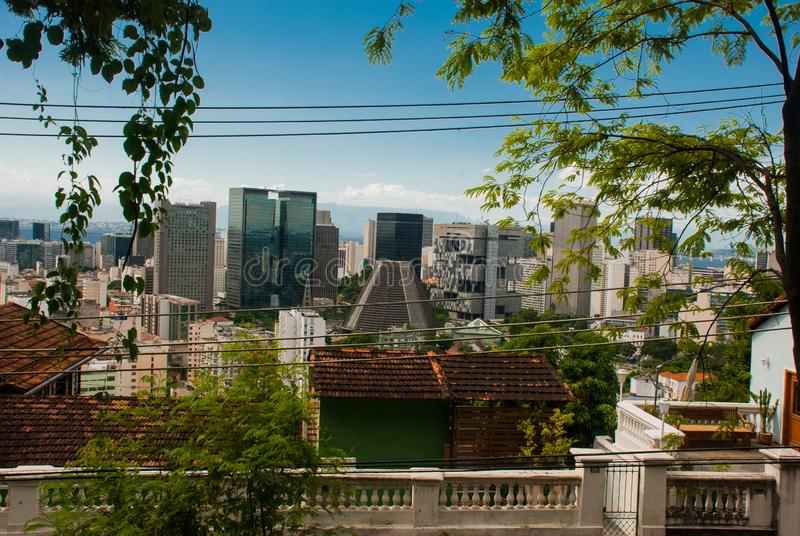 Rio de Janeiro, el Brasil: Catedral metropolitana La catedral de San Sebastián Rascacielos de Rio de Janeiro Financial Center foto de archivo libre de regalías