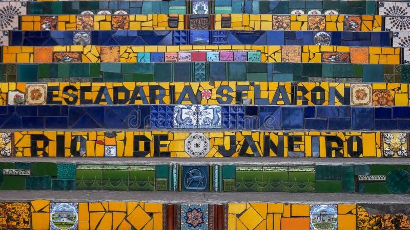 RIO DE JANEIRO, EL BRASIL 25, MAYO DE 2016: cercano para arriba de pasos del selaron en Río de Janeiro imagen de archivo libre de regalías