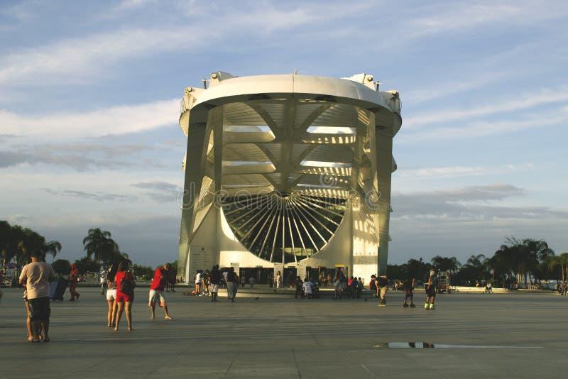 Rio de Janeiro, el Brasil 21 de octubre de 2018 Exterior del museo de la mañana en el cuadrado de Maua Diseñado por el arquitecto imagen de archivo