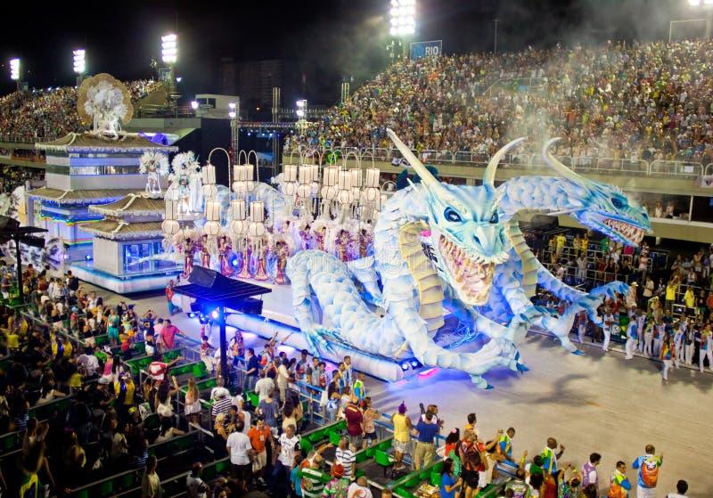 RIO DE JANEIRO - 11 FEBRUARI: Toon met decoratie van draken o royalty-vrije stock afbeeldingen