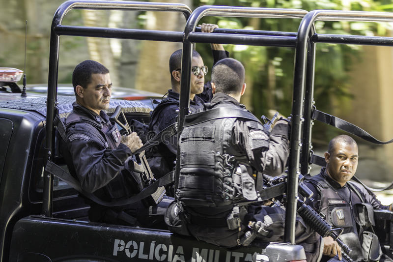 Rio de Janeiro-militaire politiepatrouille de straten van Rio de Janeiro royalty-vrije stock afbeeldingen