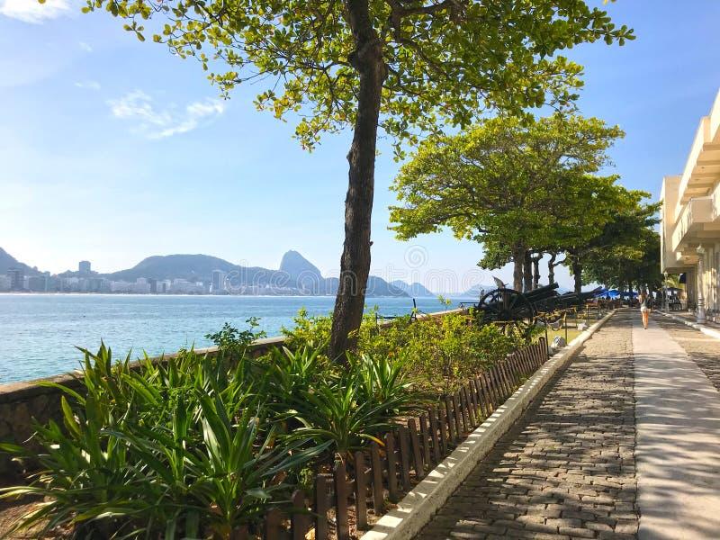 Rio de Janeiro-oever van Copacabana-fort, Brazilië wordt gezien dat stock afbeeldingen
