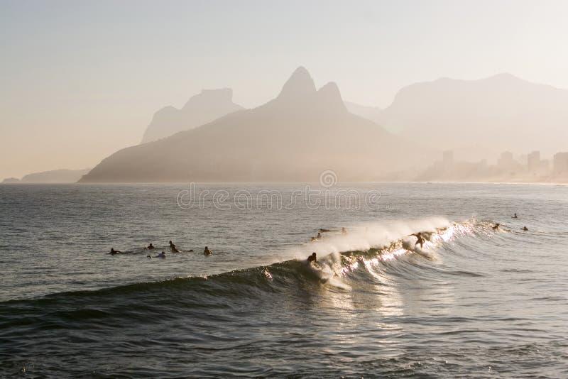 Rio de Janeiro, praticante il surfing immagine stock libera da diritti