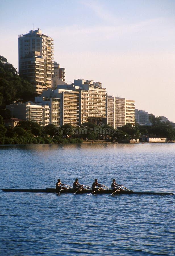 Rio de Janeiro, remante sul lago fotografie stock libere da diritti