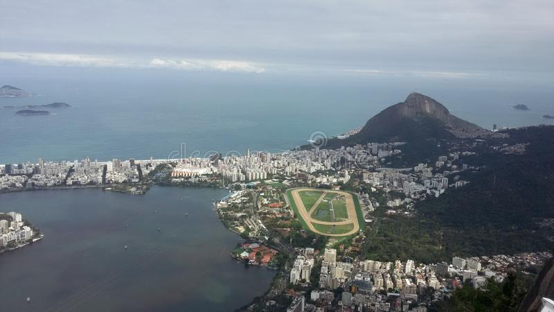 Rio de Janeiro, RJ, Brasilien - 23. August 2016 - Vogelperspektive von Rodrigo de Freitas-Lagune lizenzfreies stockbild