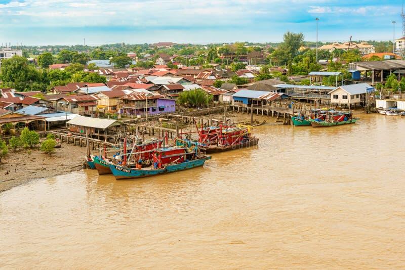 Rio de Kedah do cruzamento na ponte em Kuala Kedah, Malásia fotografia de stock royalty free