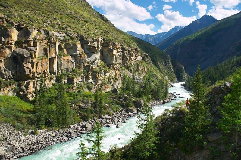 Rio de leite nas montanhas fotos de stock royalty free