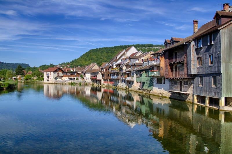 Rio de Loue em Ornans foto de stock