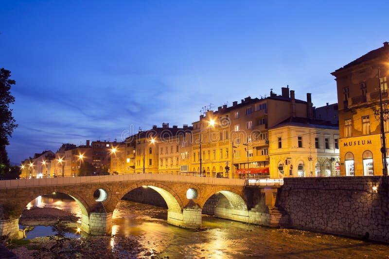 Rio de Miljacka em Sarajevo o capital do Bos imagens de stock royalty free