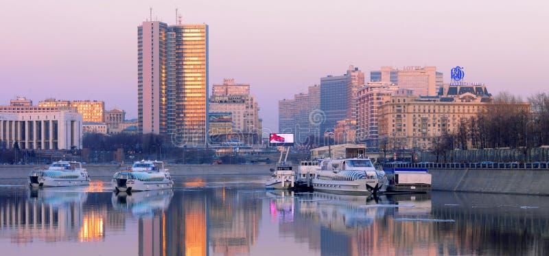 Rio de Moscou, vista de Kutuzovsky Prospekt fotografia de stock