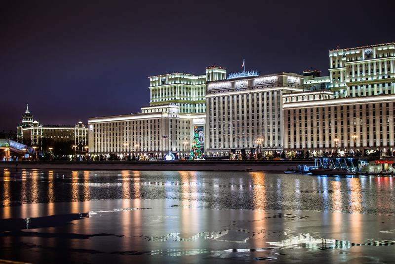 Rio de Moscovo na noite imagem de stock royalty free