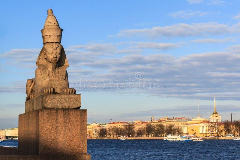 Rio de Neva da vista bonita em St Petersburg fotos de stock