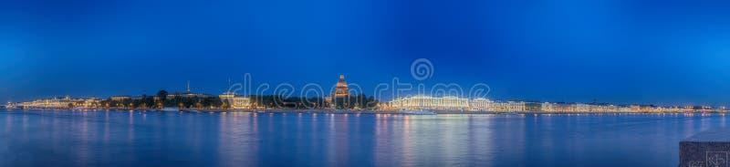 Rio de Neva da vista bonita em St Petersburg imagem de stock