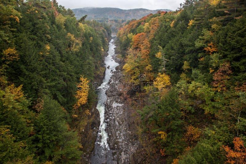 Rio de Ottauquechee, desfiladeiro de Quechee, parque nacional de Quechee, Vermon fotografia de stock royalty free