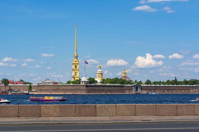 Rio de Peter e de Paul Fortress e de Neva, St Petersburg, Rússia foto de stock