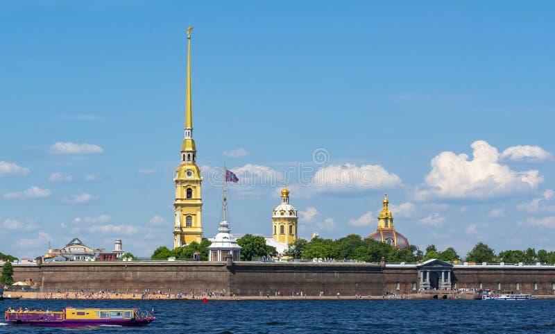 Rio de Peter e de Paul Fortress e de Neva, St Petersburg, Rússia fotos de stock royalty free