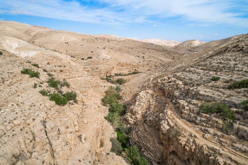 Rio de Prat em Israel Vale de Wadi Qelt no Cisjordânia fotos de stock