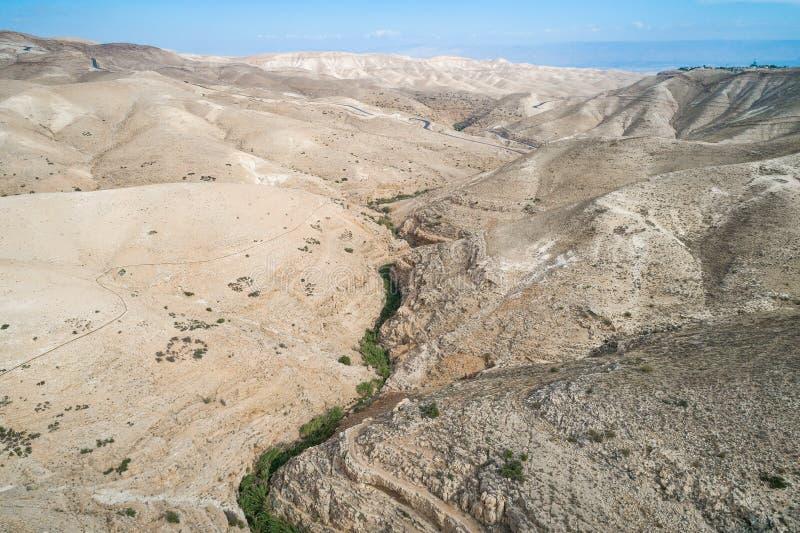 Rio de Prat em Israel Vale de Wadi Qelt no Cisjordânia imagens de stock royalty free