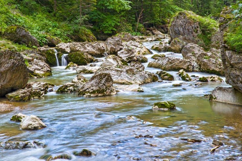 Rio de seda da montanha, cena rochosa imagens de stock royalty free