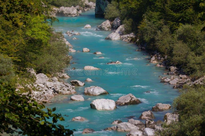 Rio de Soca, cumes eslovenos foto de stock