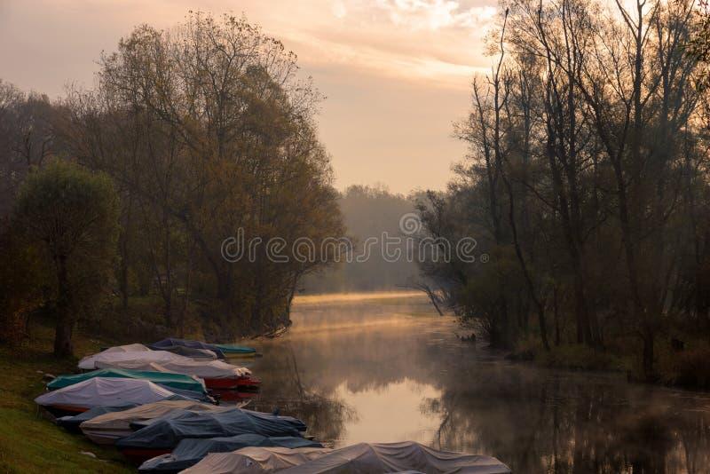 Rio de Ticino no nascer do sol imagens de stock