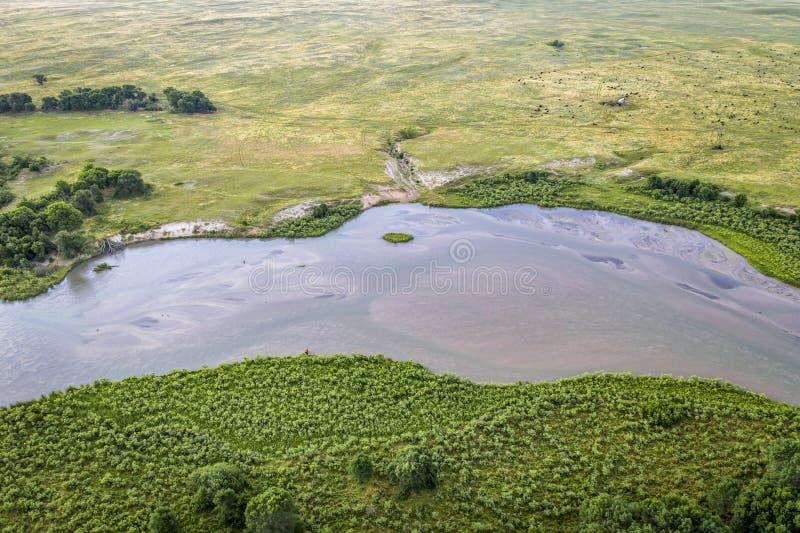Rio desânimo que meandra a calha Nebraska Sandhills imagens de stock
