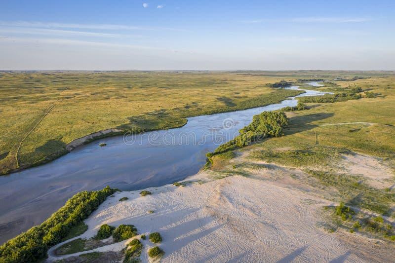 Rio desânimo que meandra a calha Nebraska Sandhills fotos de stock