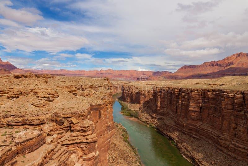 Rio do Balsa-Colorado dos Região-Lee AZ-Vermillion dos penhascos fotografia de stock