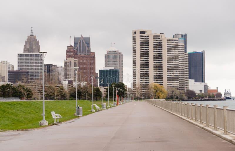 Rio do centro Waterfron da skyline da cidade de Detroit da passagem da margem imagens de stock