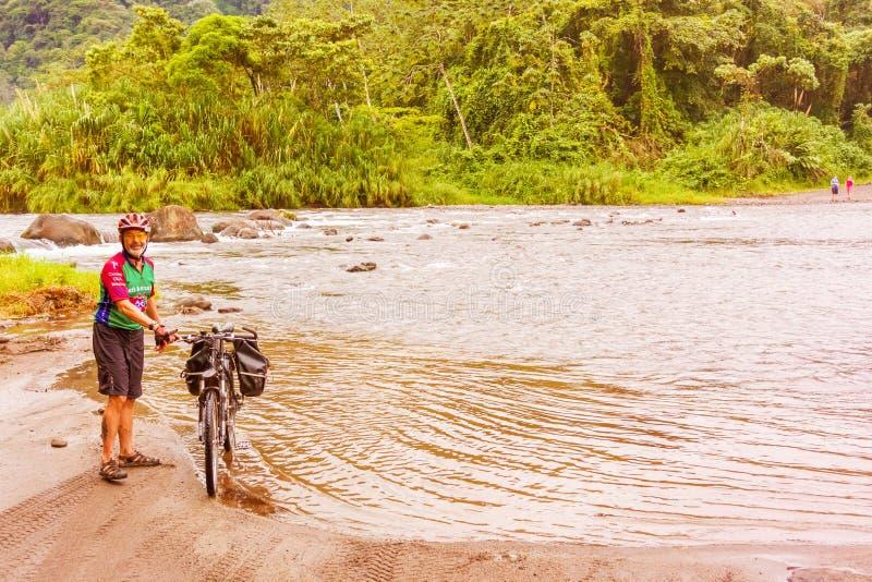 Rio do cruzamento na província de Guanacaste de Costa Rica foto de stock royalty free