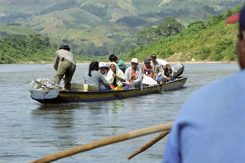 Rio dos cocos dos indianos do tráfego do rio, Nicarágua foto de stock royalty free