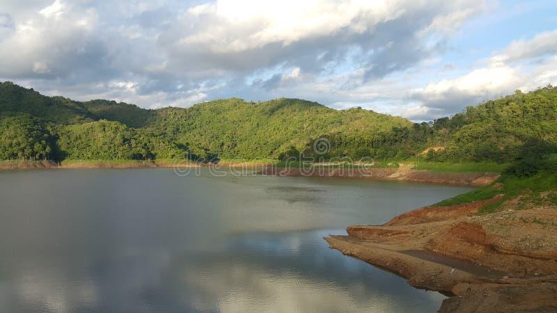Rio e o céu imagens de stock royalty free