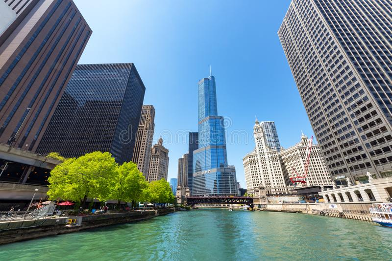 Rio e skyline de Chicago imagens de stock royalty free