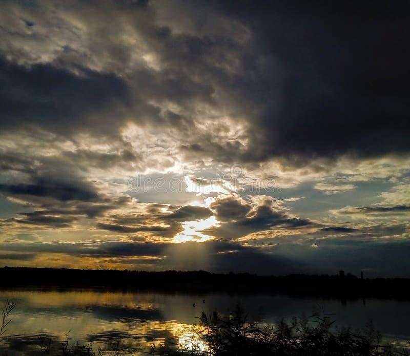 Rio e sol pequenos do nya do ¡ de Tata-Tatabà imagens de stock