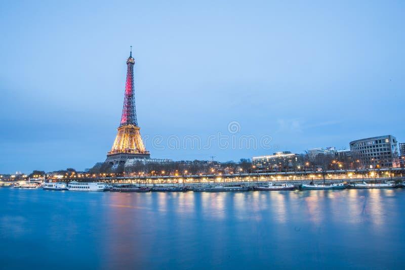 Rio e torre Eiffel de Seine imagens de stock