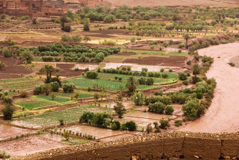 Rio e vale do ounila de Asif Ait Ben Haddou marrocos fotos de stock royalty free