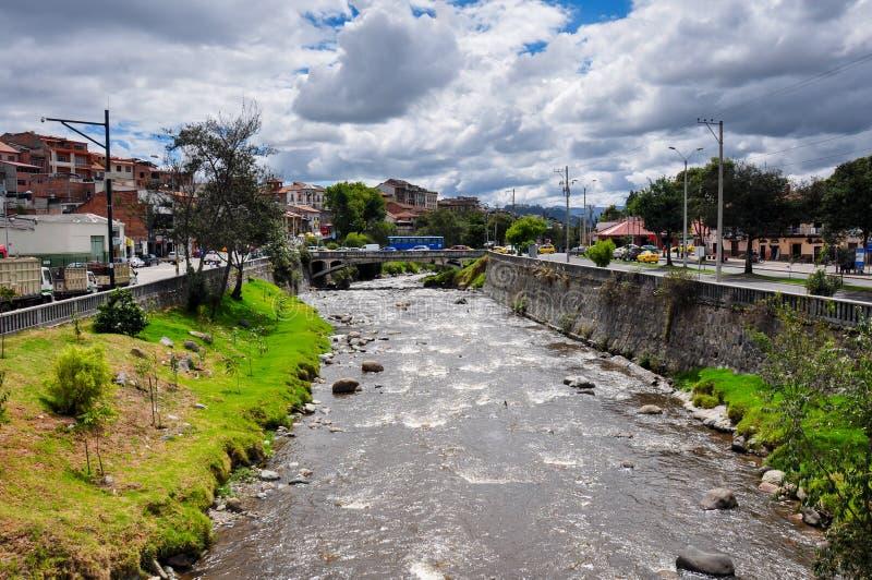 Rio em Cuenca, Equador fotos de stock royalty free