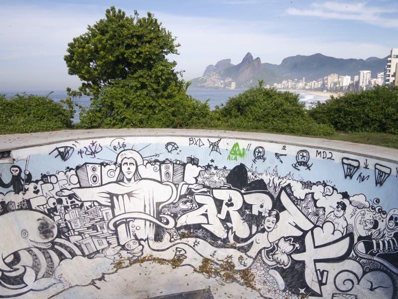 Rio Graffiti von Christus die Erlöser-Rochen-Schüssel Arpoador lizenzfreie stockfotografie
