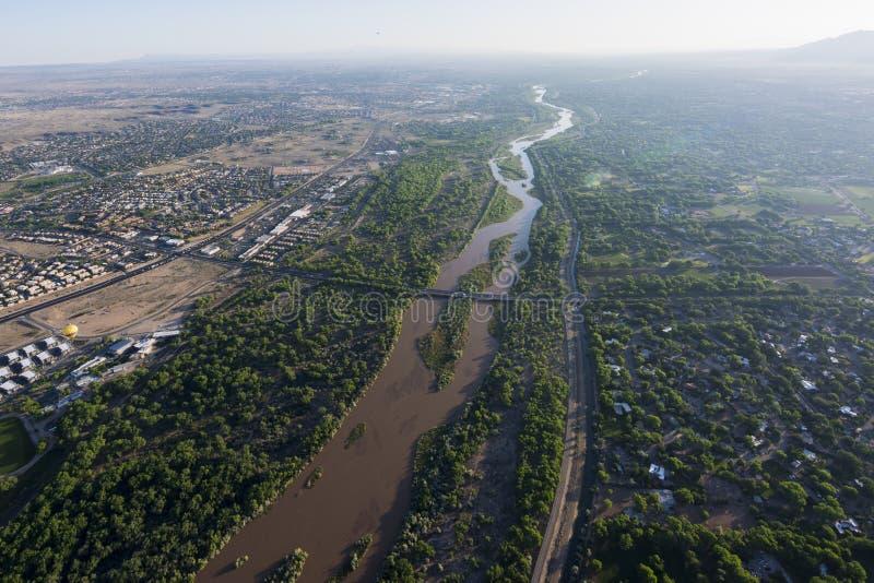 Rio Grande in Albuquerque, New Mexiko lizenzfreie stockbilder