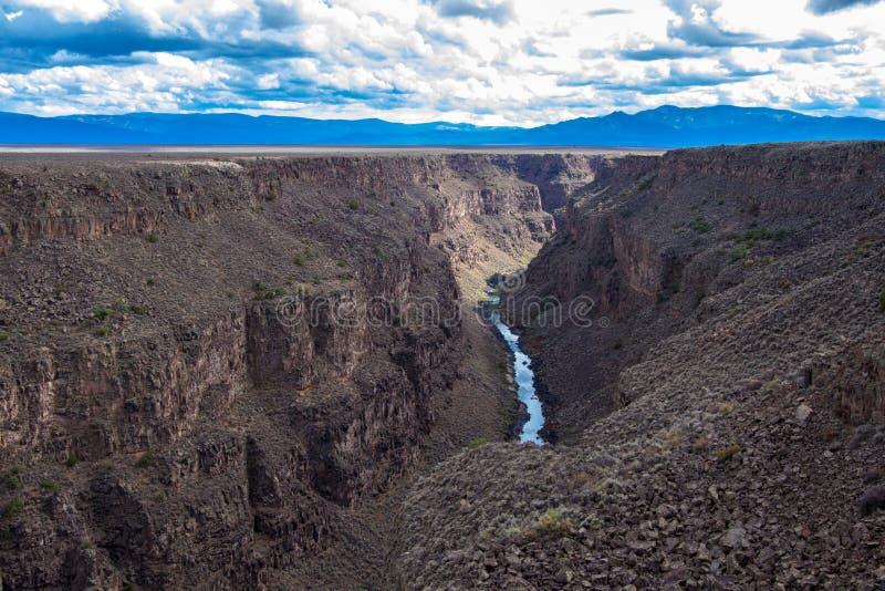 Rio Grande Gorge como visto de sua ponte em New mexico do norte imagens de stock royalty free